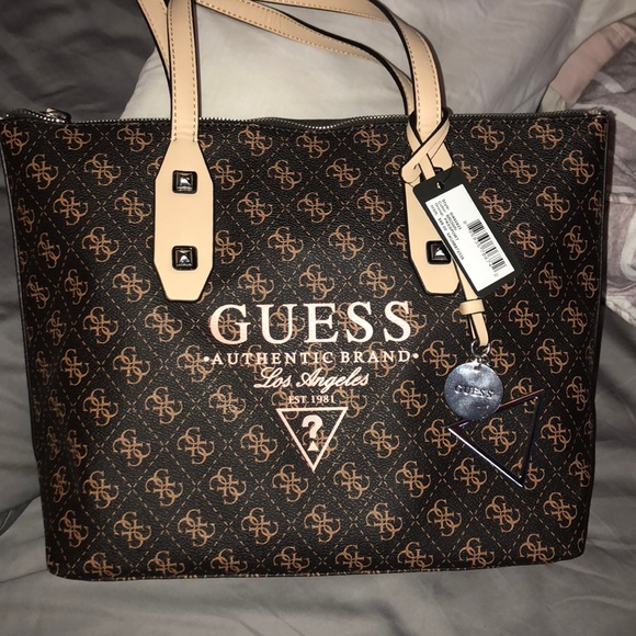 940a6002cf NWT Guess Handbag Set